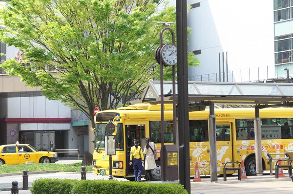ghibli-museum-bus