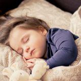 【パパでもできる寝かしつけ】5つのステップ|抱っこひもが超便利だよ