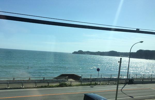train-wakashio-ocean