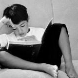 子供の留守番は何歳から?海外の法律やガイドラインを参考に考える。